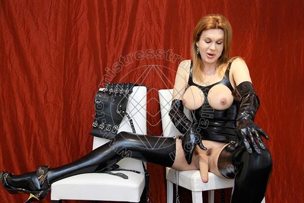 Foto hot 50 di Mistress Giulia Imperatrice mistress trans Bergamo